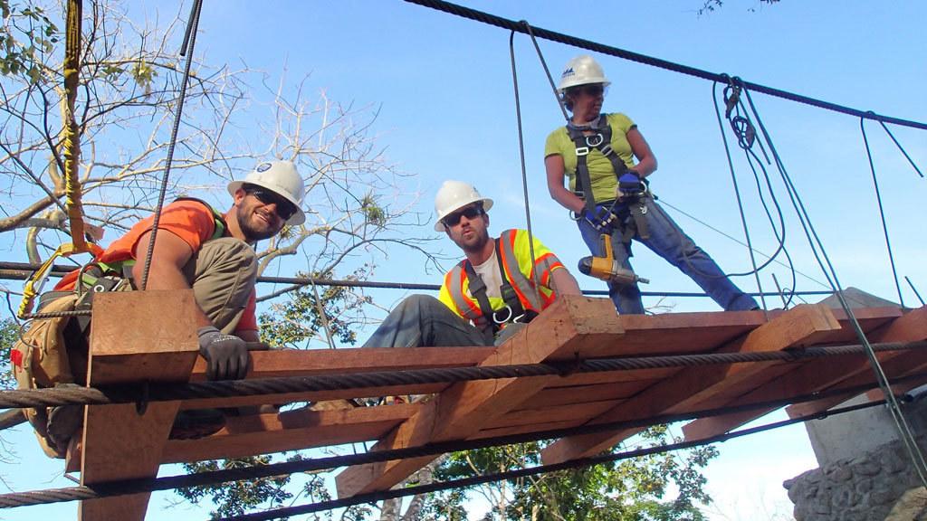 Nicaragua 2015: El Pueblito und Jocote Arriba - 2015 haben Mitarbeiter der Division HOCHTIEF Americas zwei Fußgängerbrücken in Nicaragua gebaut – stets in enger Kooperation mit Bridges to Prosperity (B2P) und den lokalen Gemeinden.