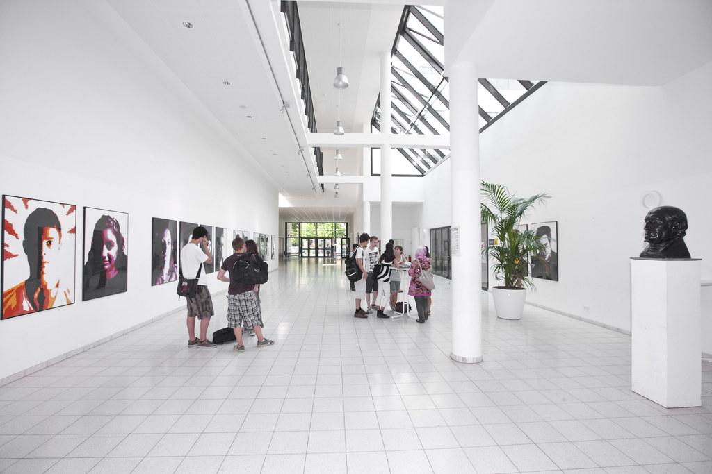 Modernisierte Schulen und Rathäuser